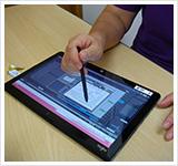 援助の記録は、最新のタブレット入力をしています。システムを共有するパソコン、タブレットで複数のヘルパーが同時に確認することができます。訪問先での記録もできます。