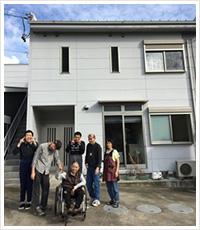 共同生活援助事業 グループホームスクラム 集合写真